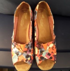 NEW PRICE! Toms Floral Wedges